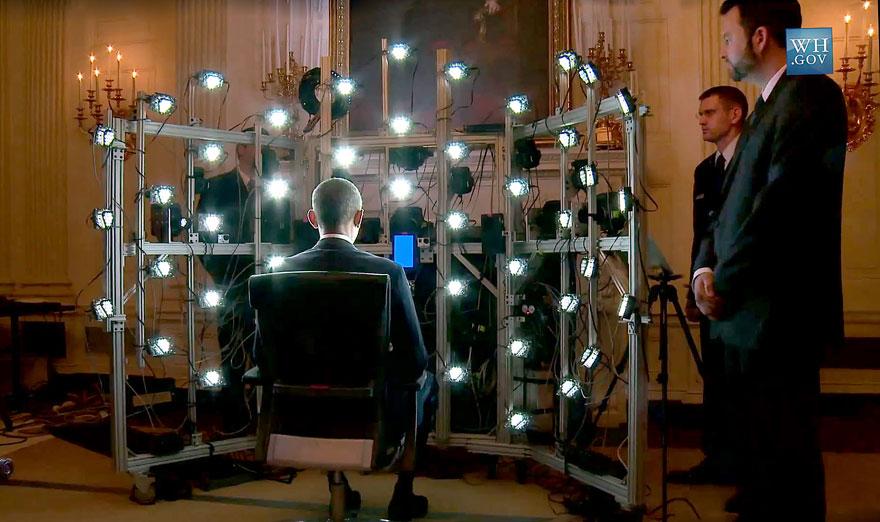 รูปภาพที่ 2 : เครื่องสแกนสามมิติที่ใช้กล้องและ LED หลายตัวมาประกอบกันในการสแกนและสร้างแบบจำลองสามมิติความละเอียดสูงของประธานาธิบดีบารัก โอบามา แห่งสหรัฐอเมริกา (ที่มาของภาพ: http://www.siggraph.org/discover/news/president-obama-lands-first-3d-presidential-portrait)